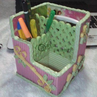 tempat pensil meja kantor